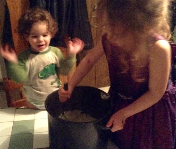 girls-mashing-potatoes